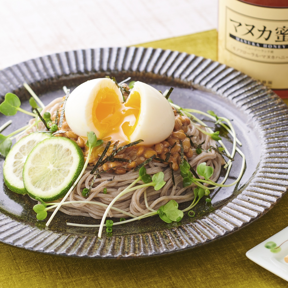 Soba with natto (using manuka as pouring source)